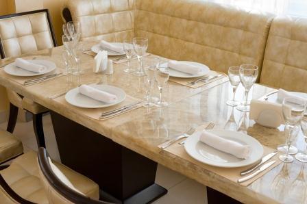Kamienne blaty RR Granity - stół w nowej odsłonie