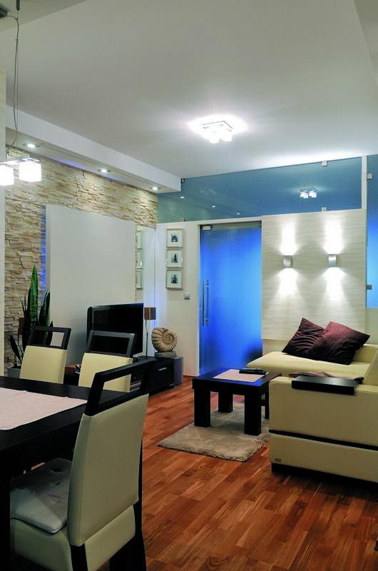 Po drugiej stronie lustra - niebieskie mieszkanie