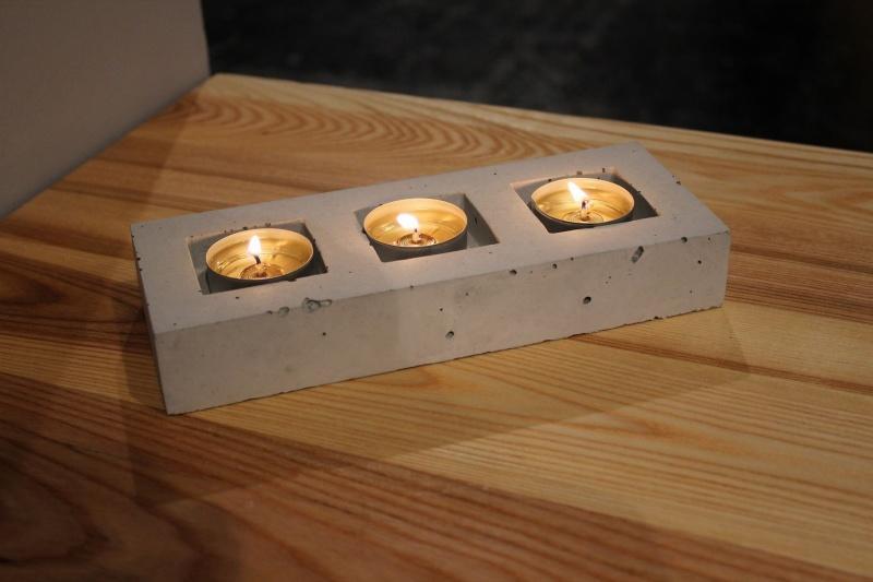 Beton w blasku świec