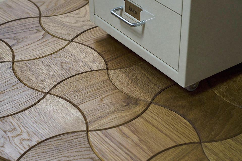 Drewniany design w nowoczesnym wnętrzu