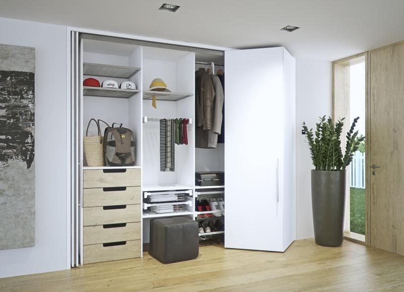 Meble kuchenne schowane za drzwiami