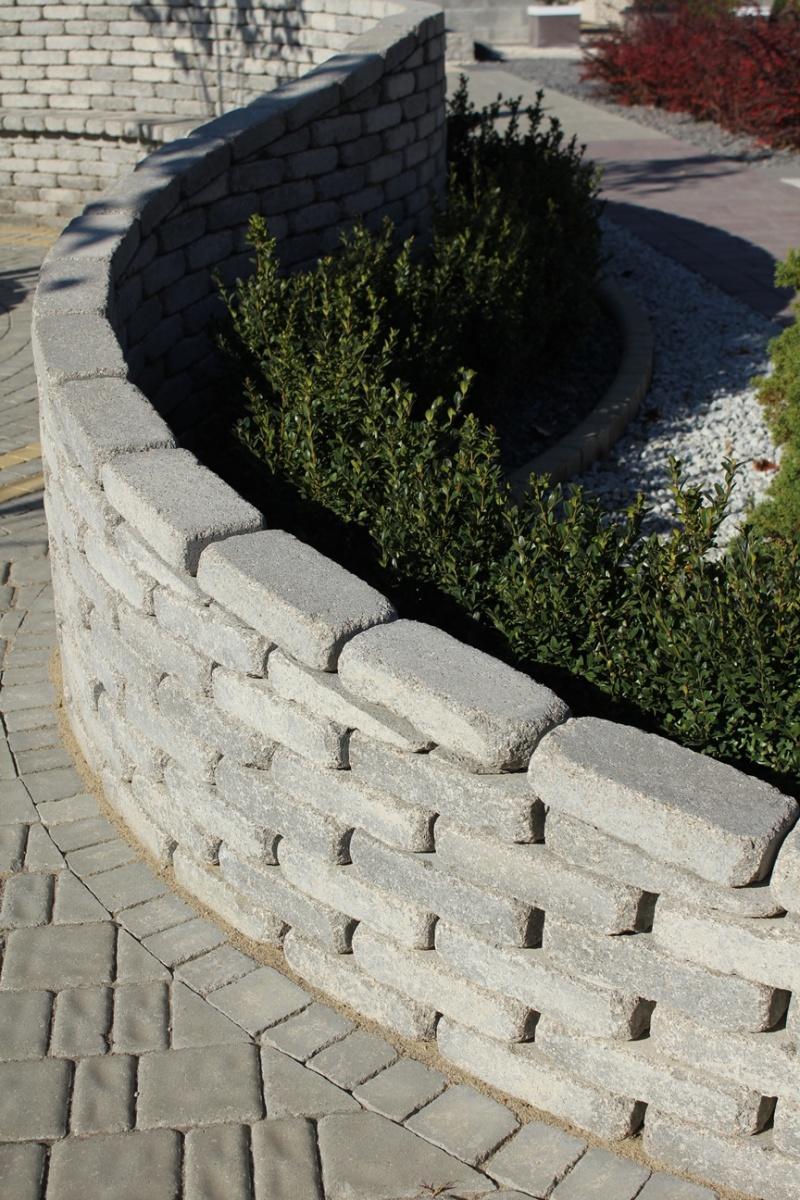 Murki oporowe – jak ukształtować nierówny teren ogrodu