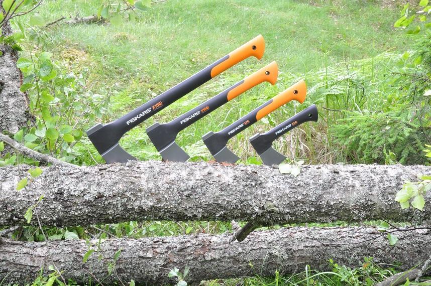 Niezbędne narzędzie leśne w gospodarstwie jesienno-zimowe wyprawy z siekierami Fiskars!