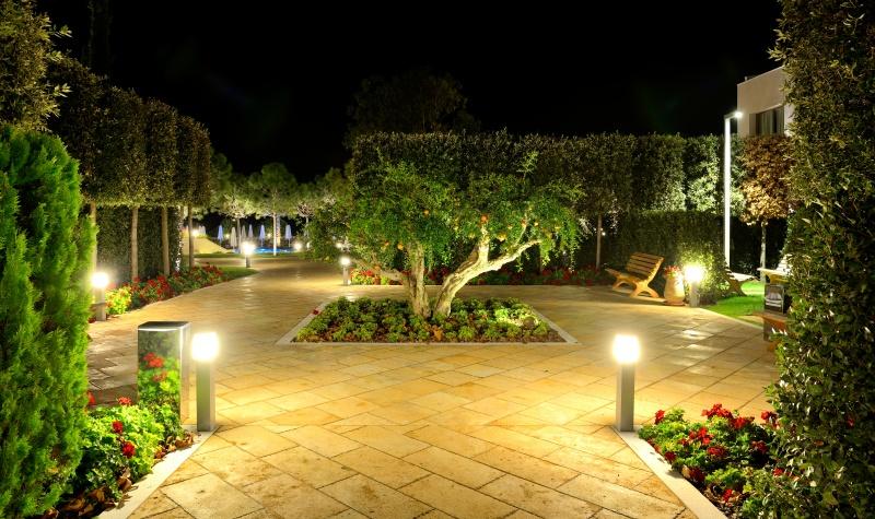 Oświetlenie Dla Bezpieczeństwa Wnętrze I Ogród