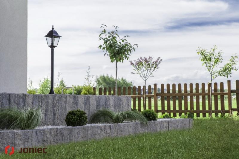 Palisady łupane uporządkują Twój ogród