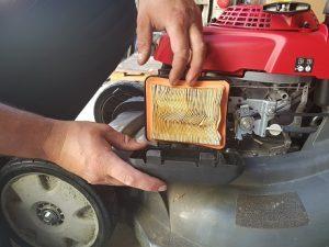 Fot. Aries Power Equipment – Filtr powietrza zalany paliwem.