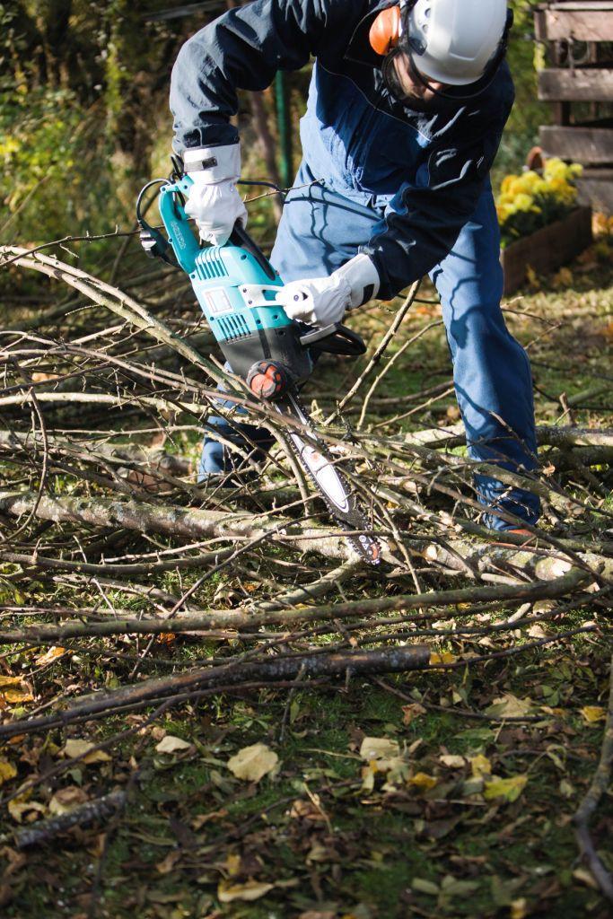 Pilarka pomoże przyciąć drewno do kominka
