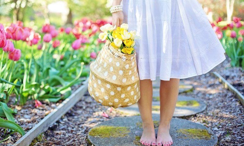 meble ogrodowe, wiosna, dziecko w ogrodzie